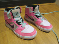 GIRLS ON-TREND GENUINE NIKE HIGH TOPS - SIZE 13.5 - HARDLY WORN - EXC. COND