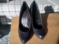 Black tReds Heels, around size 7-8 maybe?