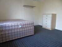 2 DOUBLE BEDROOM FLAT LOCATED IN COWLEY £950PCM CALL OR TEXT 07488249009