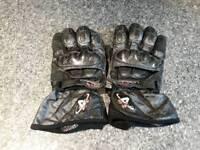 Akito carbon max motorbike gloves