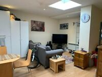 1 bed studio walking distance to High Wycombe
