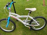 Girls Avigo bike in excellent condition