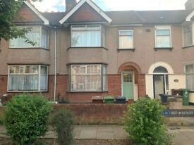 3 bedroom house in Sherwood Gardens, Barking, IG11 (3 bed) (#1071255)