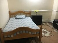Room to let for single professional near East Ham station