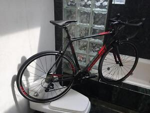 BRAND NEW (SIZE 56cm / L) LOUIS GARNEAU SONIX CARBON ROAD BIKE