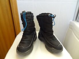 Child's Snowboots. Size 13. Black.