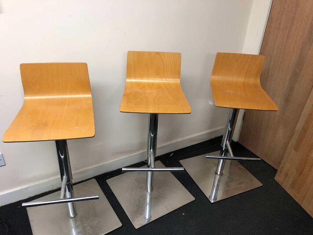 3 hydraulic lift bar stools