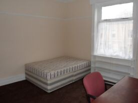 Rooms To Let - Excellent Condition - Bills Included - Next to University