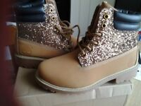 Ladies fashion boots in camel size 4