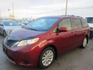 2011 Toyota Sienna LE** AWD ACCIDENT FREE** 3 YEARS WARRAN