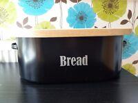 Bread bin with chopping board, as new