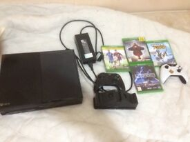 500gb Xbox one with 2 controllers and games