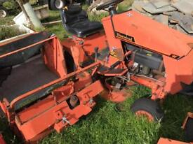 Ride on lawnmower with grass box