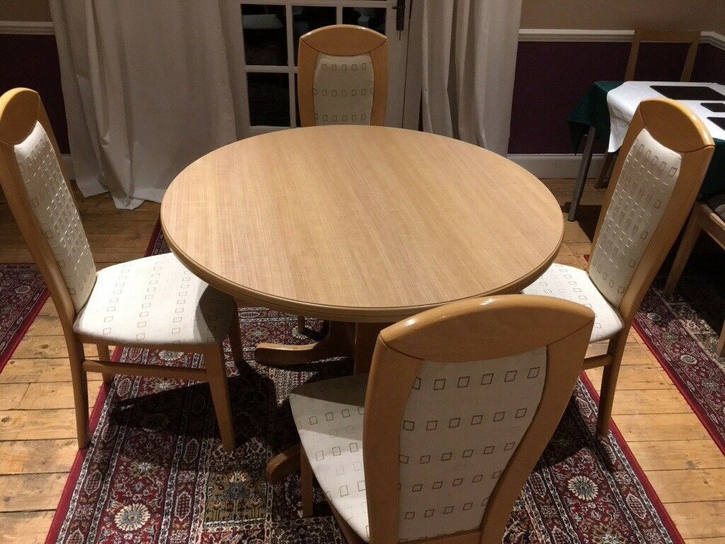 Round Beechwood Dining Table With 4 Chairs Extends To Seat 6 People Comfortably