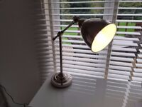 lovely metallic finish table lamp, very trendy and in excellent conditon