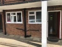 2 bed flat in Maidstone, available now.