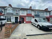 FOUR BED/TWO BATH HOUSE IN EDMONTON CLOSE TO GREAT CAMBRIDGE ROUNDABOUT