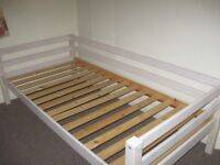 Wooden bed frame for single mattress