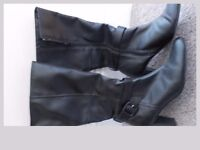 LADIES KNEE HIGH BOOTS - SIZE 5