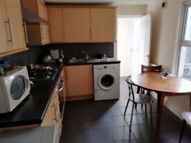 Perfect double size rooms for 1 person or a couple 140pw walking distance to *CANNING TOWN ST*