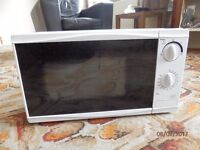 Tesco MM08 Solo Microwave 700W