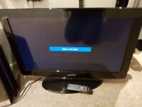 Samsung 32 inch tv with remote and stand