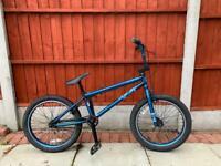 BARGAIN. MONGOOSE R90 HI SPEC BMX BIKE IN GOOD CONDITION