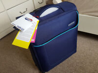 NEW UNUSED 4-wheel HAND CABIN SUITCASE / CABIN BAG 55x40x20cm Ryanair Perfect for GIFT