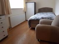 PRIVATE LANDLORD, Double room in Pound Hill, Crawley, near Gatwick airport