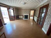 4 Double Bedrooms Ground Floor Flat with 2 Receptions 2 Toilets and Bathrooms Garden in Hillington