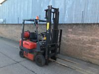 1999 Toyota 1.5ton gas forklift, with sideshift, runs well, spares or repair
