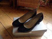 Peter Kaiser-Black patent size 5 shoes