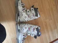 Solomon ski boots size 39.