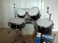 Mapex V series 5 piece fusion drum kit and hardware with Sabian cymbals £250