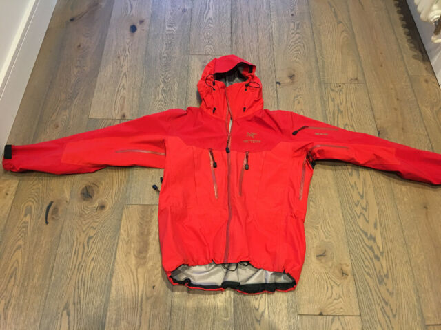 cf3c7554c0b Ski/Snowboarding/Climbing Arc'teryx Alpha SV Jacket for men - Medium size  in cardinal red, Surrey