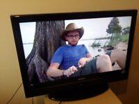 "Excellent 26"" HITACHI LCD TV /DVD PLAYER combi, hd ready freeview inbuilt"