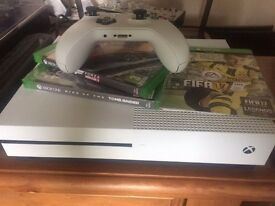 Xbox One S, Forza Horizon 3, Rise Of The Tomb Raider
