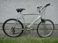 Raleigh max aero bike, 26 inch wheels, 18 gears, 22 inch frame, front suspension, silver