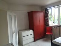 Airy double room to rent in erith
