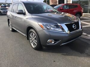 2016 Nissan Pathfinder GET A CHRISTMAS GIFT WITH EVERY VEHICLE P
