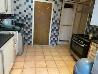 6 /7 BEDROOM HOUSE WITH GARDEN 2 TOILET BATH IN STANMORE NEAR TO THE STANMORE STATION