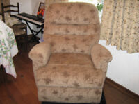 SHERBOURN RECLINER 2 MOTOR CHAIR, LIFT AND RISE.EXCELLANT CONDITION