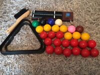 Snooker/pool cues and balls with accessories