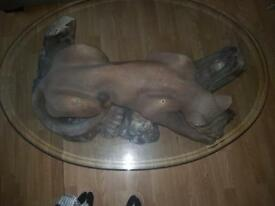 LARGE LION GLASS FEATURE TABLE