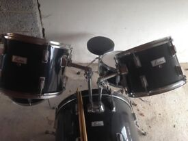 CHEAP DRUM KIT, SEAT INCLUDED!