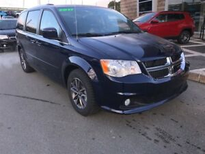 2017 Dodge Grand Caravan GET A CHRISTMAS GIFT WITH EVERY VEHICLE