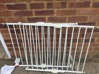2 Lindam extendable stairgates £10