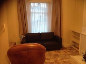 1 very large master bedroom to rent for the couple at Ilford