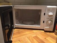 Microwave Oven - Sainsbury's 17L - Fully Function