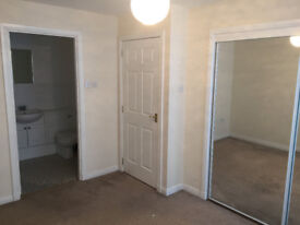 Double room with en-suite situated in quiet area of Oakbank, Perth. Furnished flat, Unfurnished room